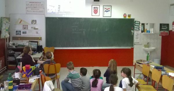 Crianças brasileiras e croatas compartilham experiências por videoconferência