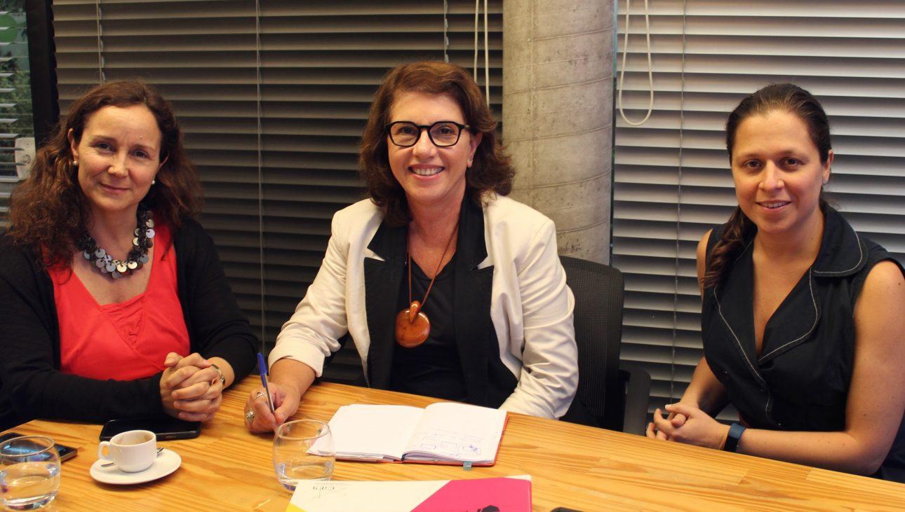 Maria Florencia Ripani, diretora do Centro de Estudios Fundación Ceibal (à esq.), ao lado de Lucia Dellagnelo e Gabriela Gambi (diretora-presidente e gerente executiva do CIEB, respectivamente)