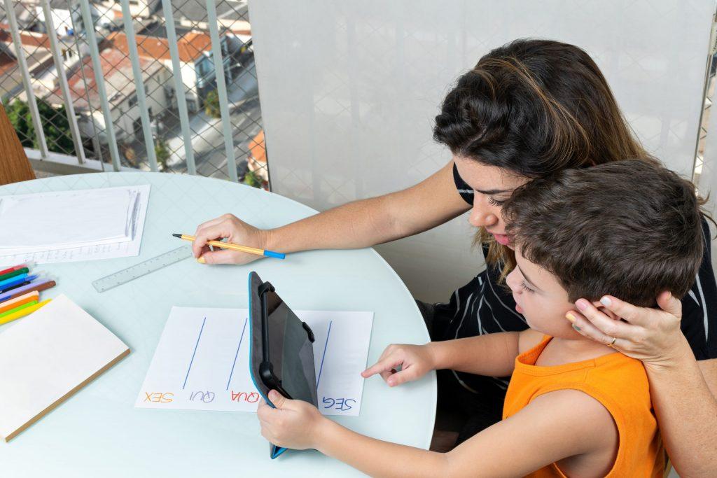 Como envolver as famílias: o grande desafio da aprendizagem remota