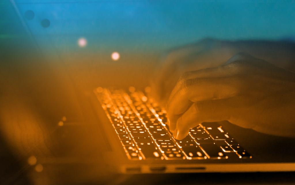 CIEB e Itaú Educação e Trabalho lançam currículo de referência para curso técnico em Tecnologia e Computação